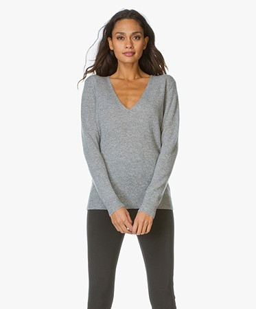 Theory - Theory V-Hals Pullover Adrianna in Cashmere - Husky