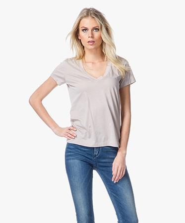 drykorn alina v neck t shirt beige alina 500206 58. Black Bedroom Furniture Sets. Home Design Ideas