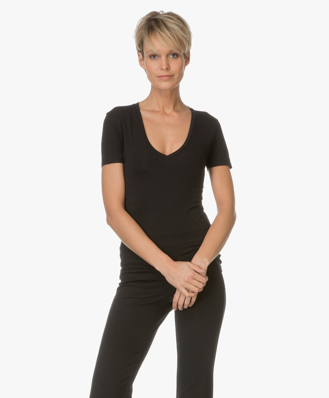 drykorn linara v neck t shirt black linara 507100 1000. Black Bedroom Furniture Sets. Home Design Ideas