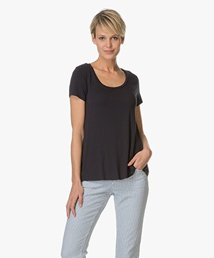 Majestic R-hals T-shirt in Viscose Jersey - Marine