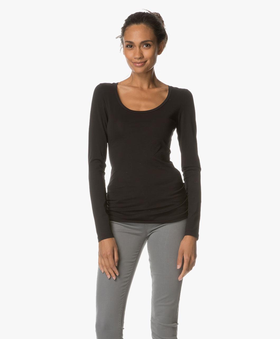 drykorn t shirt selima with round neck black selima 507100 1000. Black Bedroom Furniture Sets. Home Design Ideas